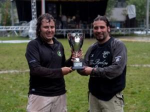 Il Presidente consegna un riconoscimento al Valchiampo Rugby